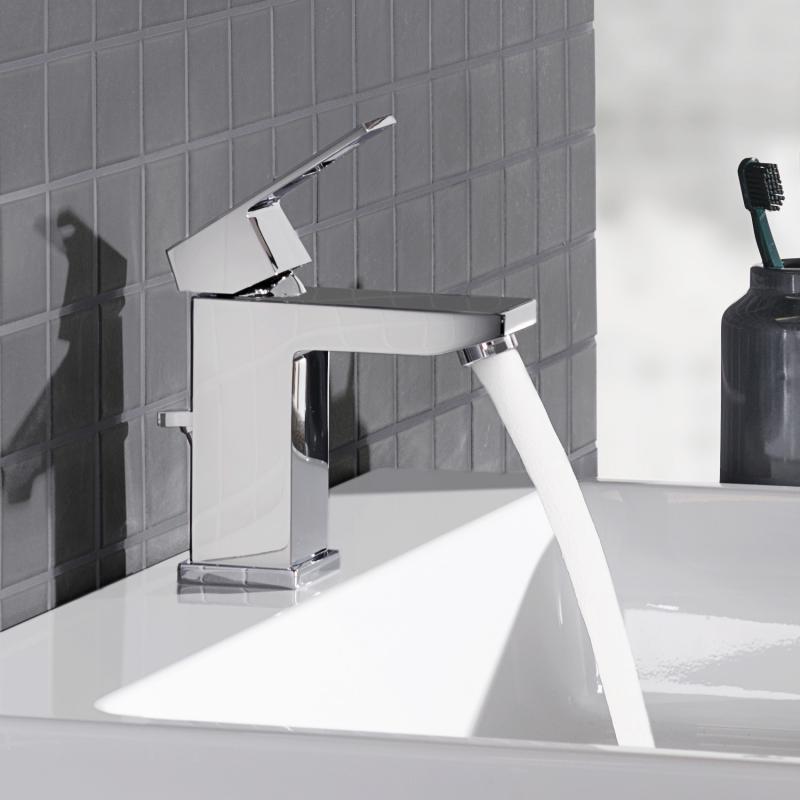 grohe eurocube einhand waschtischbatterie s size mit ablaufgarnitur 23127000. Black Bedroom Furniture Sets. Home Design Ideas